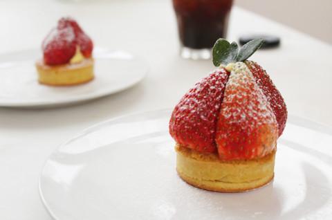 杏仁草莓挞