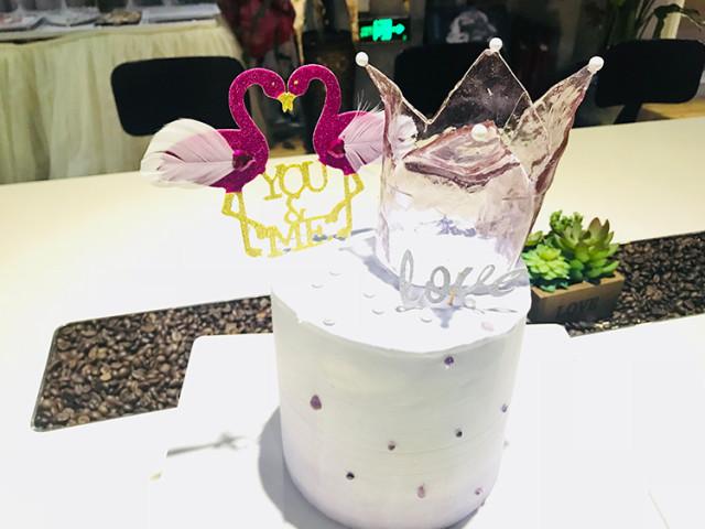 水晶皇冠装饰蛋糕