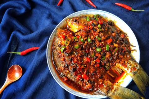 柠香豆豉蒸鲫鱼