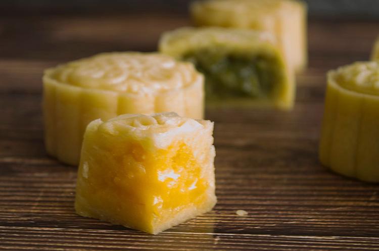 健康无添加奶黄流沙月饼