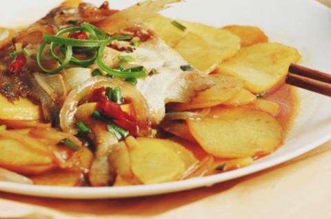 土豆小丸子和土豆烧鲳鱼