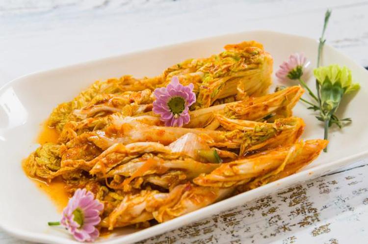 泰汁辣白菜与干果素脆鳝