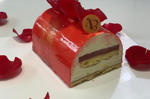 草莓香草树桩蛋糕