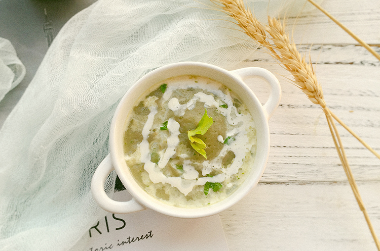 马铃薯芹菜浓汤&胡萝卜苹果芹菜沙拉
