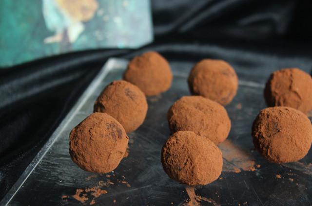 生巧克力/百香果松露巧克力