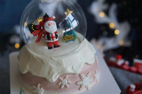 圣诞水晶球蛋糕