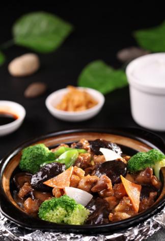 香菇腊肠鸡煲仔饭