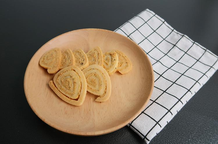 咸蛋黄海苔肉松小三角与青柠咸蛋黄酥