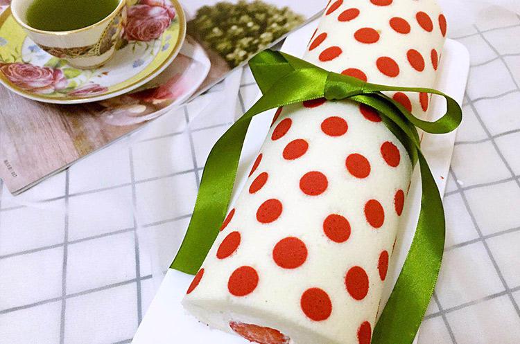 制作小甜品和蛋糕视频_圣诞波点天使草莓蛋糕卷